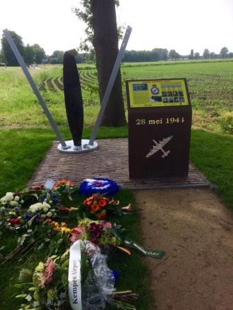 Onthulling Toom Crash Monument